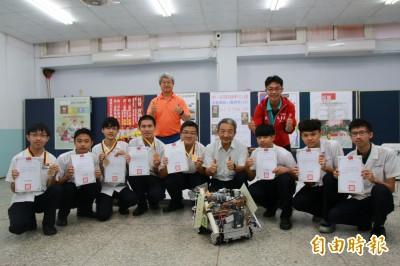 機器人戰隊屢傳捷報 君毅中學首創國中專班培育基層人才
