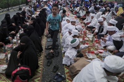 大馬官員臥底監視穆斯林齋月禁食 人權團體痛批可恥