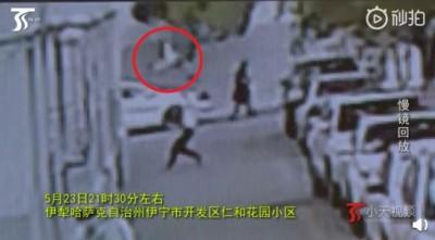 驚險!2歲幼童自5樓墜落 男「伸手去接」反遭砸暈