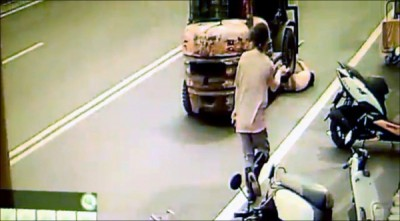 3歲童衝進馬路「猝不及防」 堆高機駕駛撞上獲判無罪