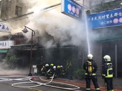 沙鹿四平街空屋失火 悶燒近6小時才撲滅