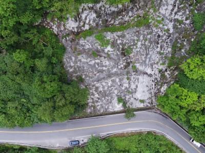 蘇花140.6公里落石傷人 空拍機勘查 籲用路人快速通過