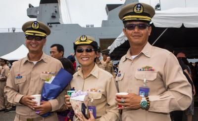 海軍敦睦支隊3艦長曬黑完成任務返國 官兵家屬港邊熱烈迎接