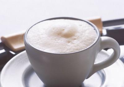 漂浮咖啡奶油泡含「笑氣」 食藥署將列管