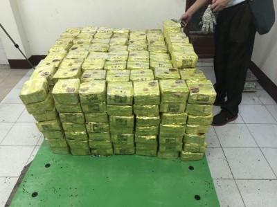 茶葉裡夾藏400公斤安毒 勾結茶廠用貨櫃進口