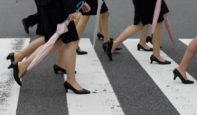 上班不想穿高跟鞋! 日本女星發起「#KuToo」運動