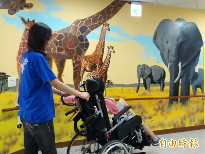 驚艷!竹東世光教養院獲贊助 廊道彩繪海洋世界、非洲大草原
