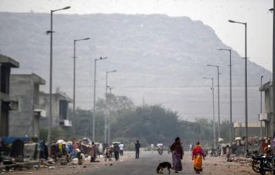 印度最高垃圾山明年高過泰姬陵 恐須加裝號誌防飛機撞上