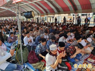 齋戒月結束 穆斯林齊聚行旅廣場慶祝開齋節