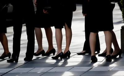回應「#KuToo」運動 日本男大臣:高跟鞋是必要的