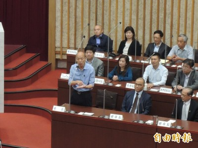 閉幕會議好尷尬!綠營議員「這問題」 讓韓國瑜當場苦笑
