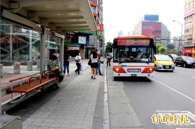 雙北公車新制!7月1日起上下車皆要刷卡