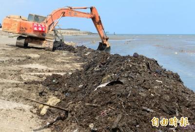 堆滿垃圾宛如第三世界!新街溪出海口 挖土機進場開挖