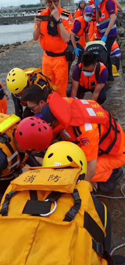 竹圍漁港4人不慎溺水 1人不治、1人恢復呼吸心跳