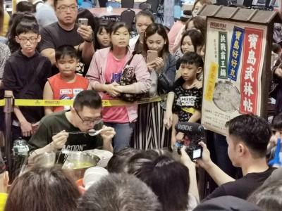 7公斤重霸王鍋 網紅大胃王丁丁20分鐘嗑光獲萬元