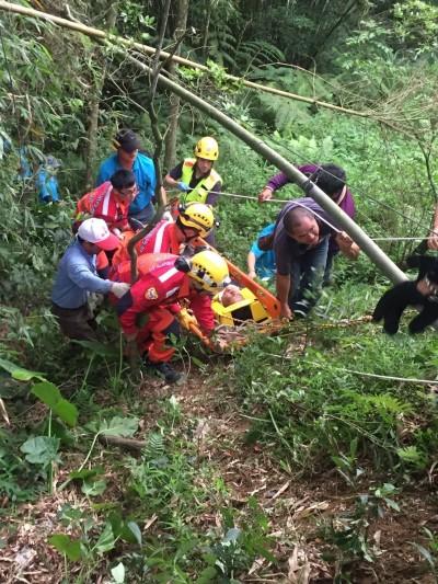 東勢林場員工駕電動車打錯檔 墜落6米邊坡