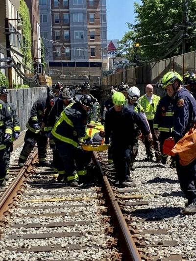 波士頓地鐵出軌 傳至少10傷送醫急救