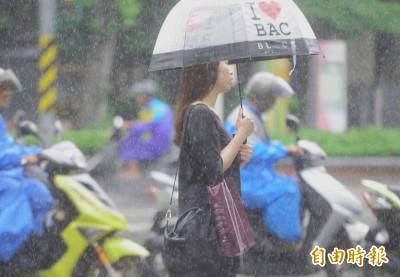 滯留鋒面明挾西南氣流襲台 氣象局比照颱風啟動預報作業