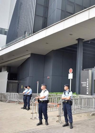 香港逃犯條例明二讀 立法會封閉示威區 限制助理行動