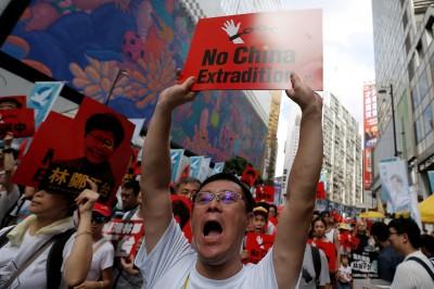 逃犯條例「頭上架刀」 香港社福、宗教團體罷工總動員