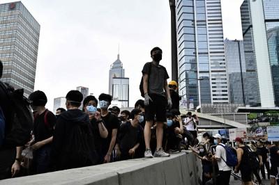 港民反送中抗議持續 美駐港澳領事館罕發「示威警示」
