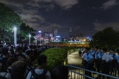 香港「反送中」徹夜包圍立法會 藝文界加入「絕食」抗議