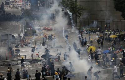 港警朝民眾發射催淚彈 林昶佐籲陸委會提供政治庇護