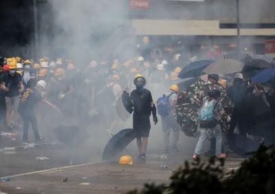 反送中》150發催淚彈輪轟 香港警方辯稱:都是低殺傷力