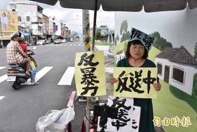 蔣月惠聲援香港「反送中」街頭靜坐 籲台灣人要覺醒
