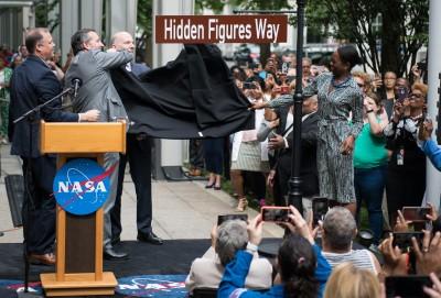 NASA表彰非裔女性貢獻 用電影名稱將總部街道改名「關鍵少數」
