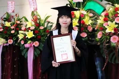 妥瑞女孩人生很精彩 胡璇中獲崑山科大傑出專業榮譽獎