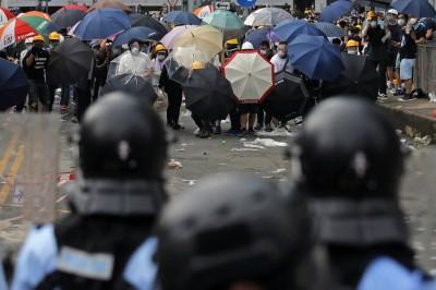 跨境鎮壓跡證浮現... 傳中國軍警集結港珠澳大橋 便裝進香港