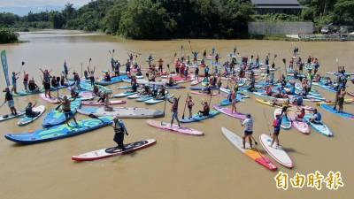 竹市青草湖水上運動嘉年華 100人挑戰立式划槳瑜珈大成功!