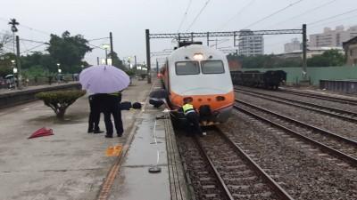 斗南火車站女子落軌 卡在自強號車頭下