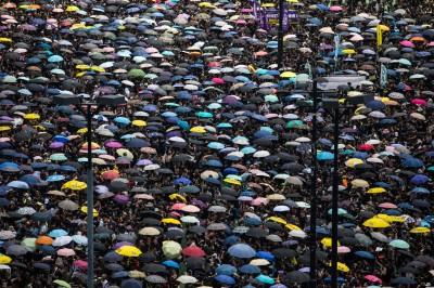 反送中》香港父親節 爸爸們為了下一代衝上街頭