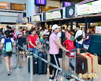 長榮空服罷工》桃園機場至少12航班取消 旅客罵聲連連