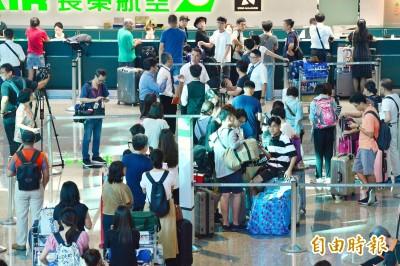 受長榮罷工影響旅客 消保處提醒保留所有單據求償