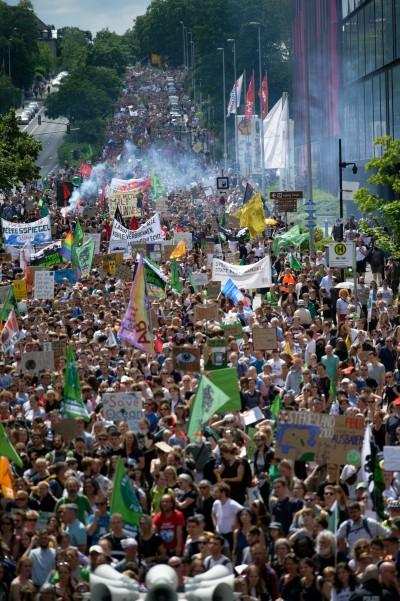 為未來發聲! 16國四萬高中生上街呼籲遏止暖化
