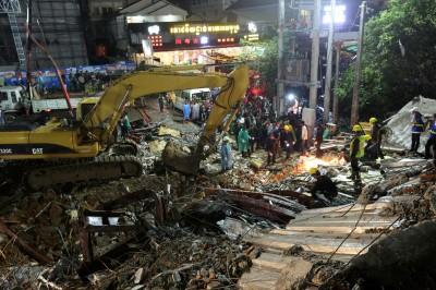 疑違規施工 柬埔寨中資大樓倒塌漏夜搶救 13死23傷多人被埋