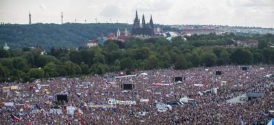 涉貪歐盟7千萬補助款 25萬人示威要捷克富豪總理下台