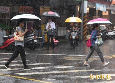 週三各地多雲悶熱慎防午後雷陣雨  大台北地區恐有局部大雨