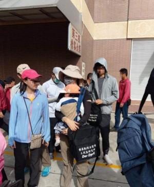 超諷刺!韓國瑜忙選舉 議員爆基層揹1歲兒加班