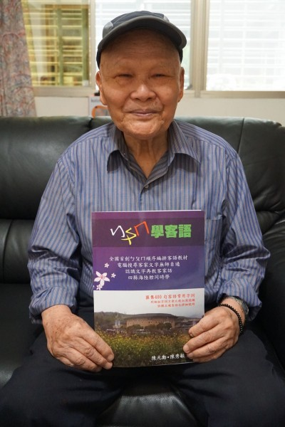 ㄅㄆㄇ學客語!82歲客家耆老出書 方便電腦搜尋客家語