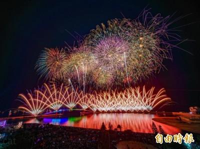 澎湖海上花火節絢麗閉幕 海洋派對接力演出