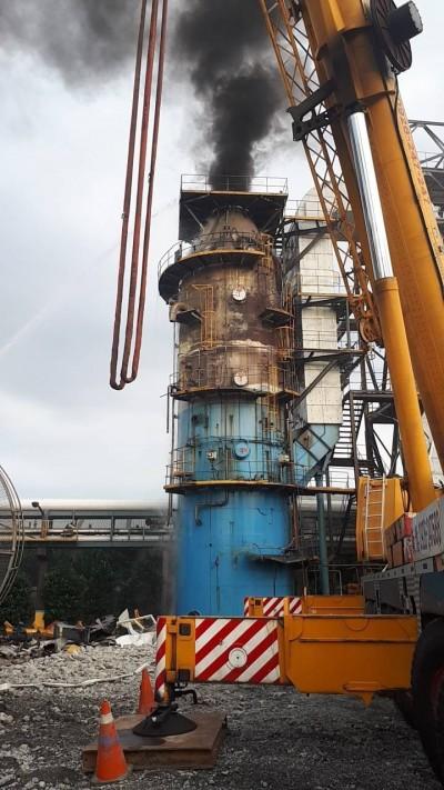 南亞林口廠傳火警 10米高塑膠廢料起火竄黑煙