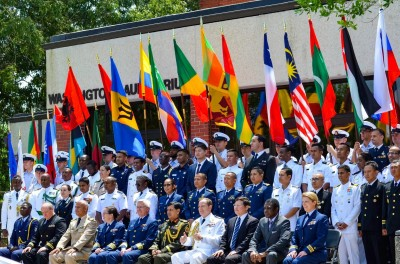 台灣男孩赴美國海巡隊受訓 我國旗飄揚結訓會場!