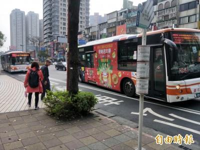 公車上下刷卡獎勵臨時變卦 柯P要求一段票乘客才能抽