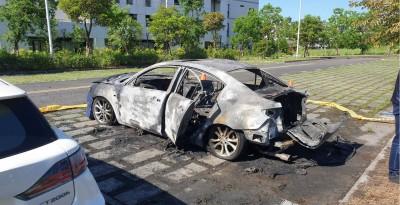 宜蘭陽醫附近車輛突冒大火 起火原因不明