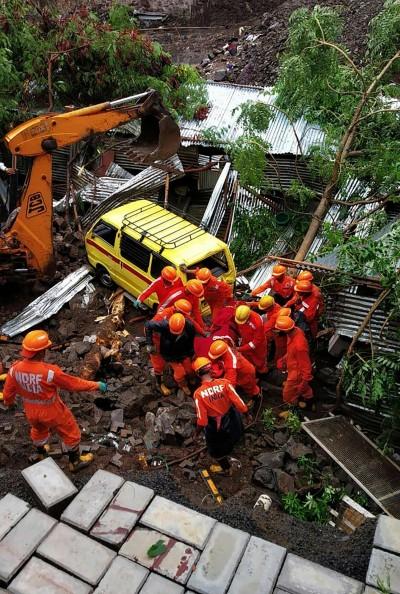 印度工地23公尺牆面倒塌 至少16工人慘死