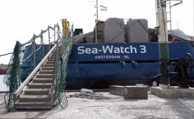 苦等2週強登義大利 NGO慈善救援船長恐被判10年